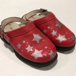 Hanna Andersson Red Star Clogs Kid size 10.5